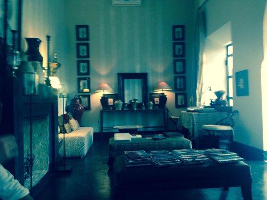 Dar Seven: Living room