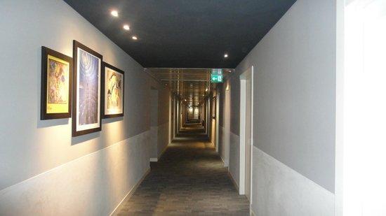 Hotel Plaza : Pasillos
