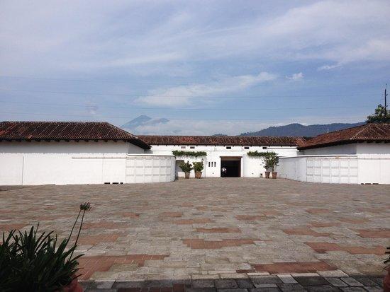 Hotel Museo Spa Casa Santo Domingo: the volcanos are behind