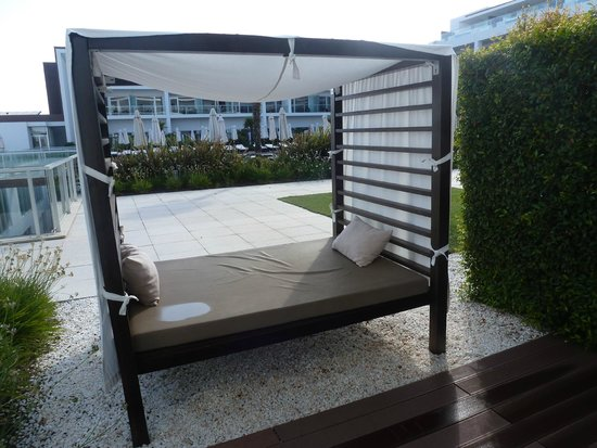 Sensimar Lagos by Yellow: day bed