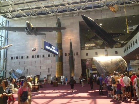 National Air and Space Museum: В холле музея
