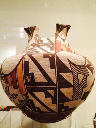 Mitchell Museum of the American Indian : unique Native American vase with two openings