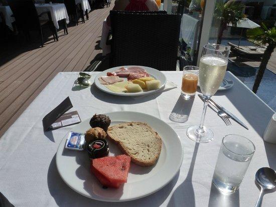 Sensimar Lagos by Yellow: breakfast