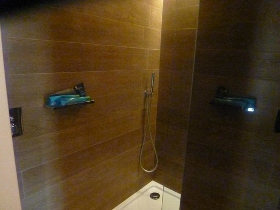Sensimar Lagos by Yellow: shower room