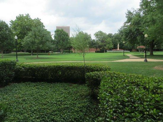 Hilton Anatole : Green space