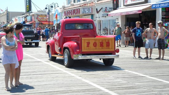 Ocean City Boardwalk: old cars show on the boardwalk