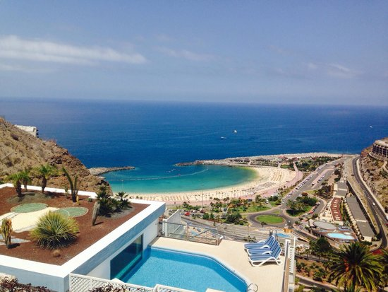 Hotel Altamar: Amadores beach is gorgeous! Very close to hotel! (Very steep hill)