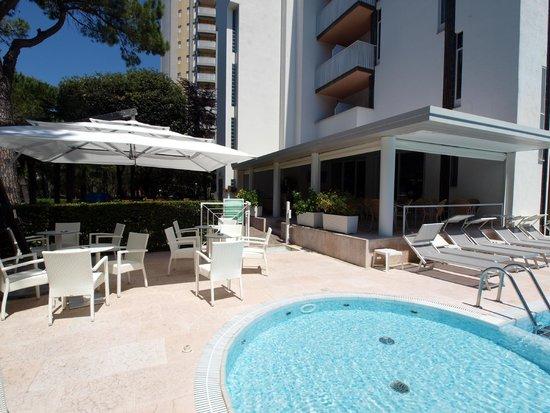 Hotel Bella Venezia Mare: Veranda e piscina