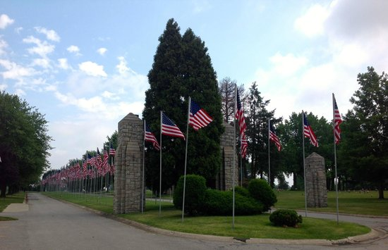 The Avenue of 444 Flags : The entrance gateway