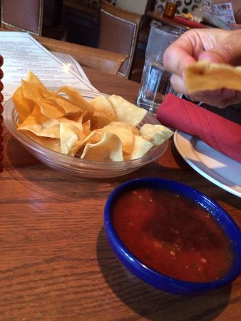 Agave Mexican Bistro Dos : Chips and salsa