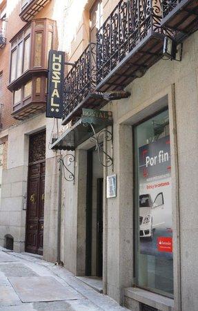 Hostal Centro : The front door of Hostal Central