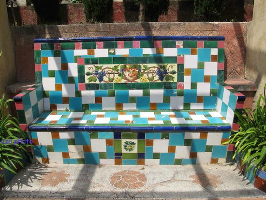 Jardins Fontana Rossa : un banc de l'allée Bacchus