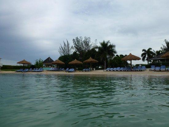 Sunscape Cove Montego Bay: Beach and Beach bar