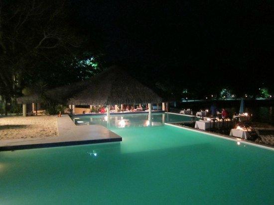 Breakas Beach Resort Vanuatu: great poolside ding