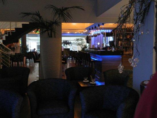 Livadhiotis City Hotel: hall e bar