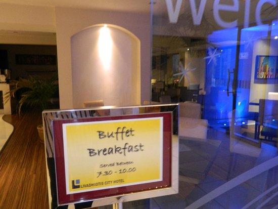 Livadhiotis City Hotel: sala breakfast