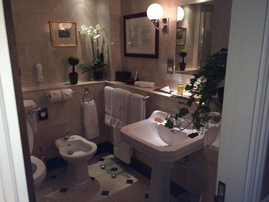 The Milestone Hotel : Lovely bathroom
