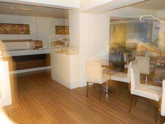 Livadhiotis City Hotel: sala colazione