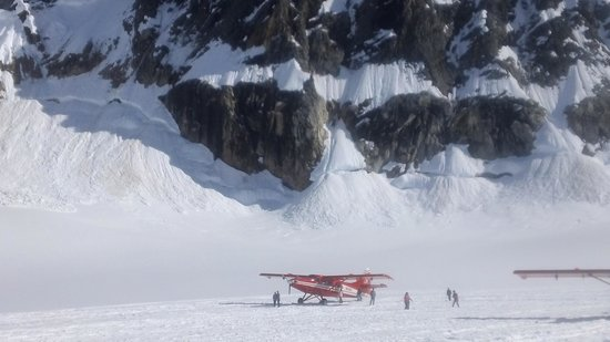 K2 Aviation: Glacier landing