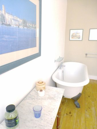 Les Marguerites : Bathroom: Room 4