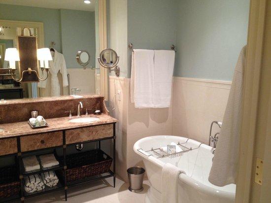 Salamander Resort & Spa: bathroom of executive room