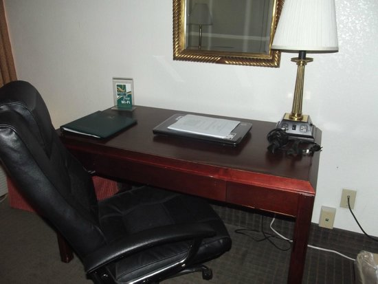Quality Inn: Desk