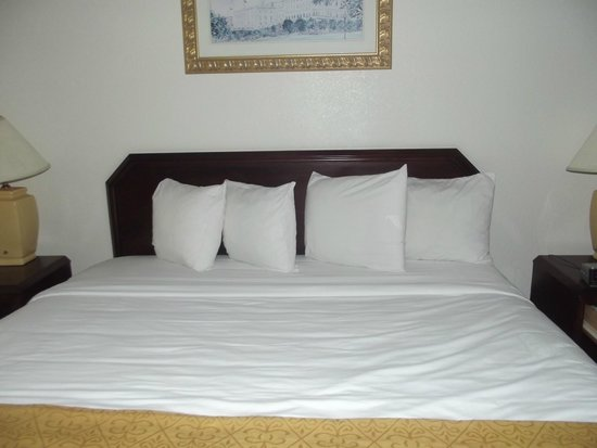 Quality Inn: Bed