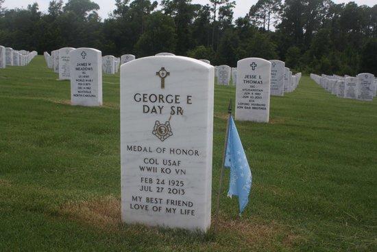 "Barrancas National Cemetery : Medal of Honor Recipient ""Bud Day"" veteran of WW!!, Korea and Vietnam"