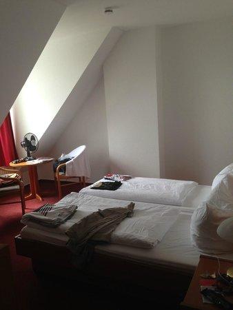 Hotel Lindenufer: Pokój dwuosobowy na poddaszu