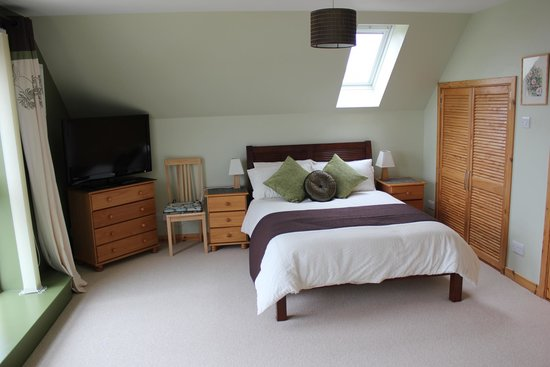 Benages Bed and Breakfast: Double room at front of Benages overlooking bay