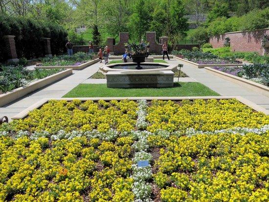 Lauritzen Gardens - Victorian Garden - Picture of Lauritzen Gardens ...