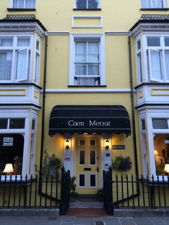 Caer Menai Guest House / Bed and Breakfast : Front