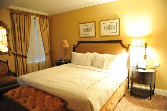 Hotel Plaza Athenee New York : Cama