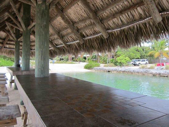 Coral Bay Resort: tiki hut