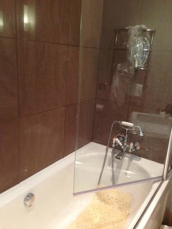 Mar Hall Golf & Spa Resort: This is how you had to have the door during your shower