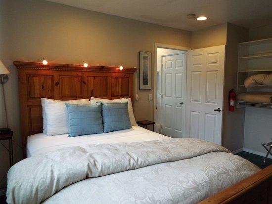 Auke Lake Bed & Breakfast : Lakeside Suite