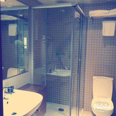 Leonardo Boutique Hotel Barcelona Sagrada Familia : Salle de bain