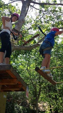 Agriturismo San Cataldo: Parco avventura bimbi in esplorazione