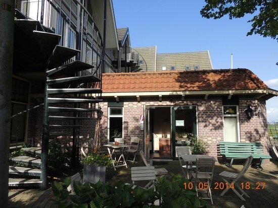 Hotel Orion: Escada para os quartos em cima