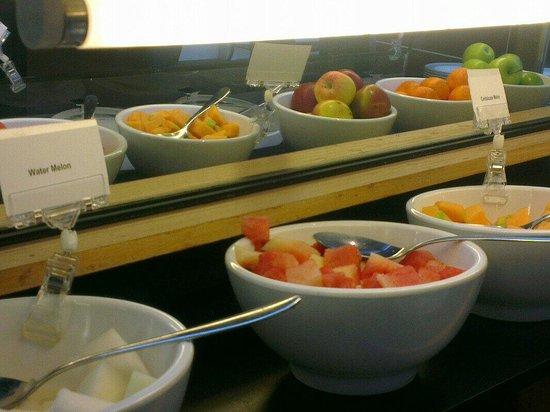 Thistle London Heathrow Hotel: Breakfast