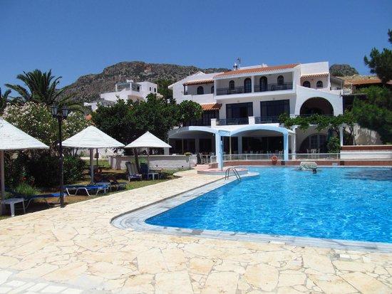 Aroma Creta Hotel Apartments & Spa: Hotel and pool
