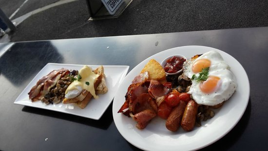 Cuccina: Big Breakfast on the right.