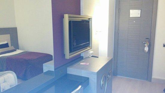 Kirman Belazur Resort and Spa: Otelde odada 2 adet televizyon mevcut