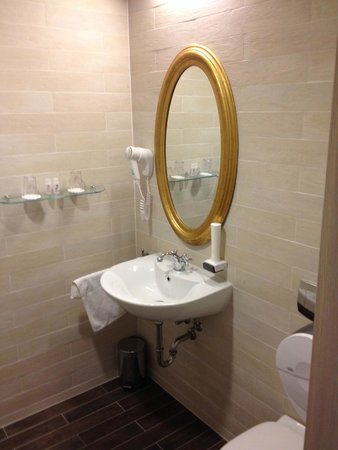 Hotel Bonvino Wine and Spa Badacsony: Absolutely clean bathroom