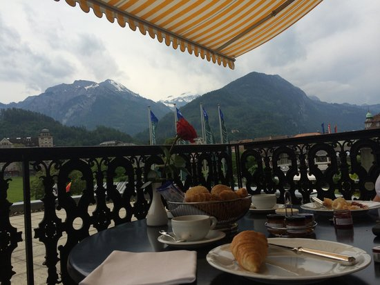 Victoria Jungfrau Grand Hotel & Spa: Nice spot for petit dejeuner!
