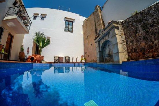 Calergi Residence: all blue