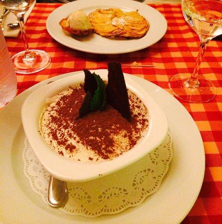 Le Beaujolais : Tiramisu W Apple tart