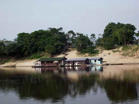Amazon Arowana Lodge: Com as águas baixa