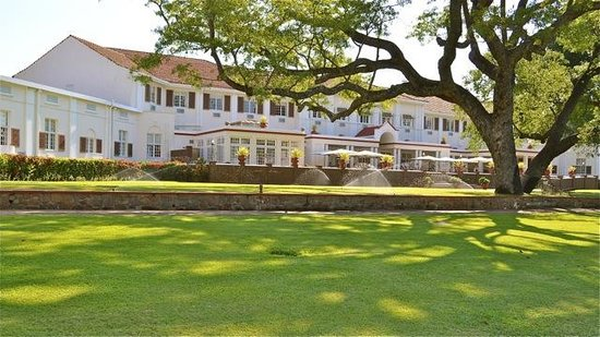 The Victoria Falls Hotel: Grand facade faces the Falls