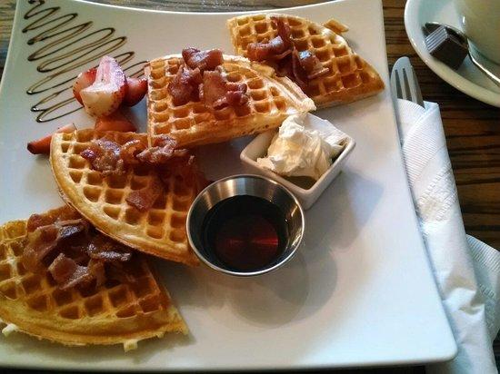 Moore Hotel : Bacon waffles